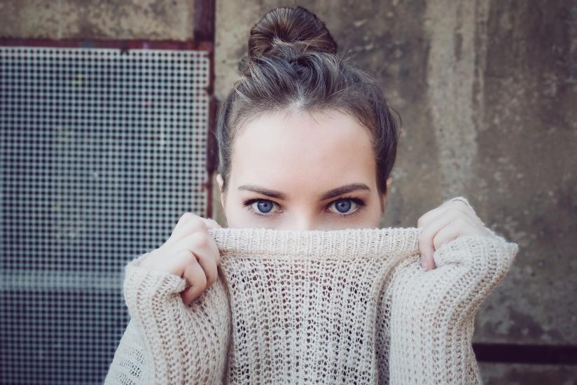 sweater girl Remy Loz