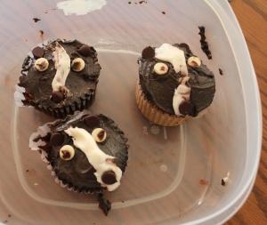 skunk cupcakes