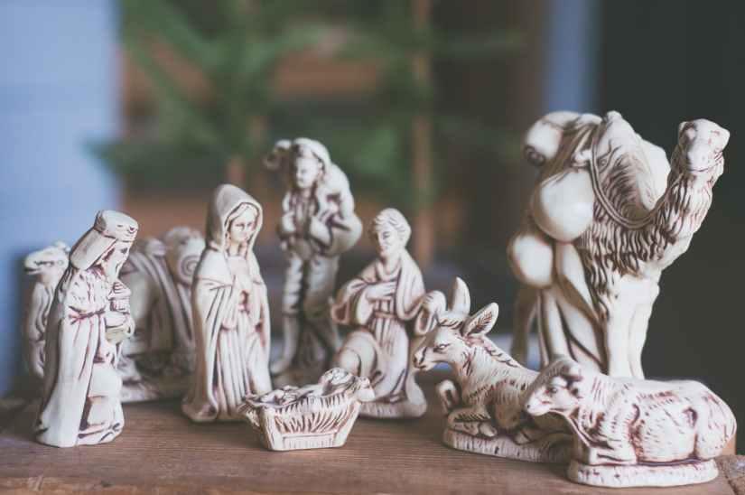 nativity scene table decor